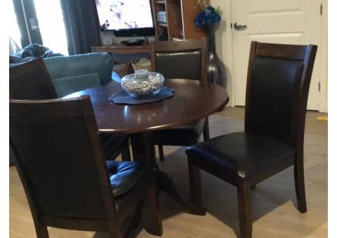 Dining room set with 4 chairs